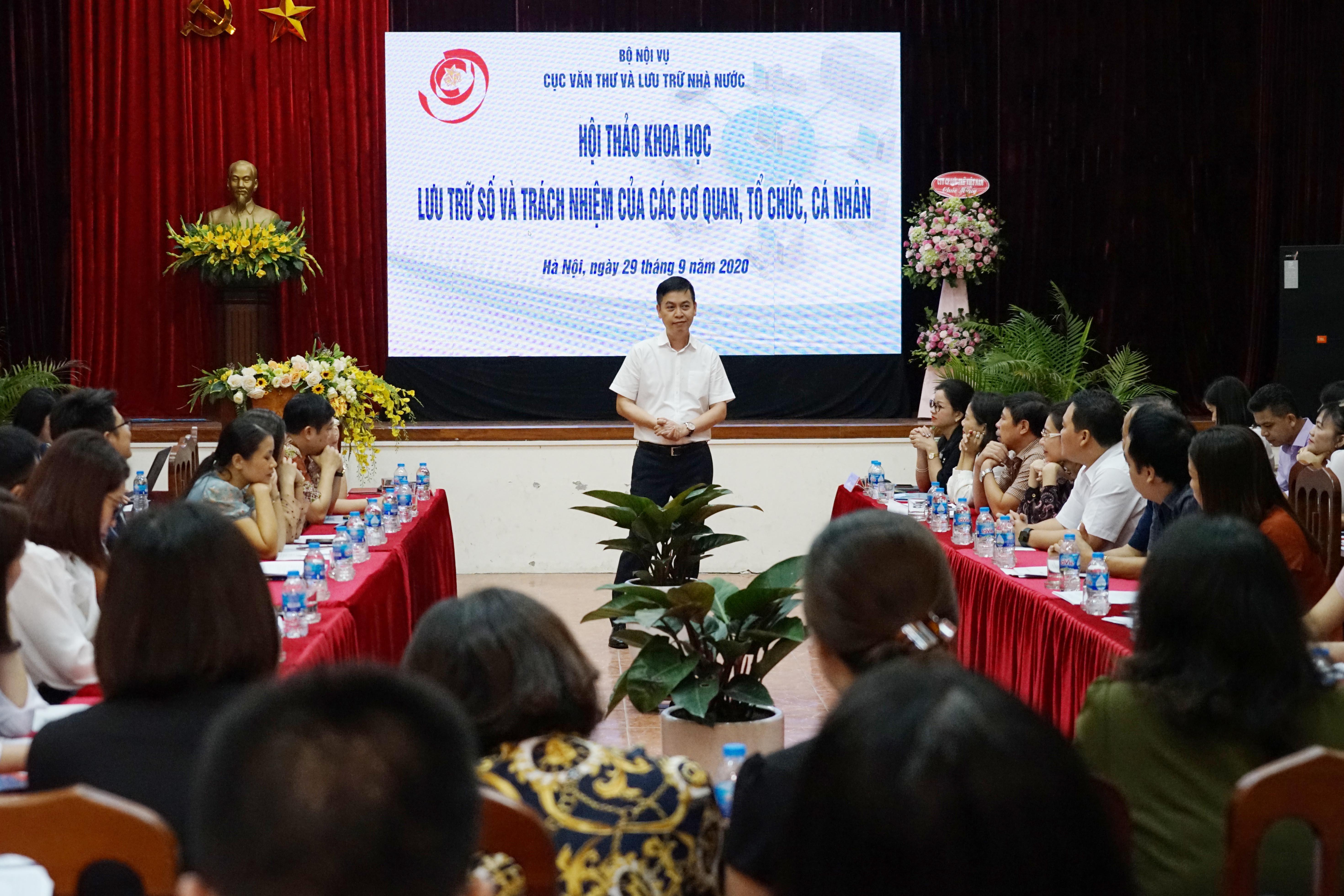 Ông Đặng Thanh Tùng, Cục trưởng Cục Văn thư và Lưu trữ nhà nước phát biểu khai mạc hội thảo.